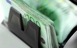 Conteggio di banconote da 100euro